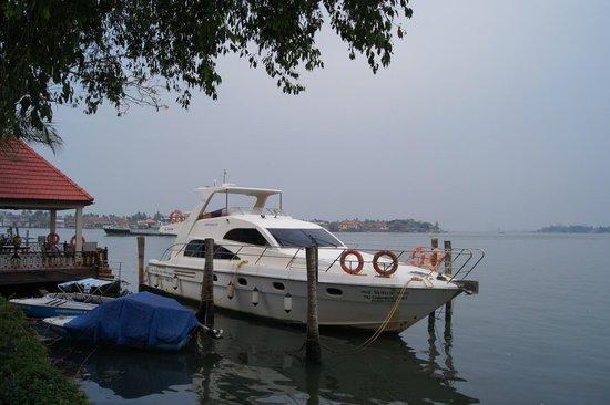 Vivanta by Taj - Malabar: Taj Cinnamon Coast Yacht