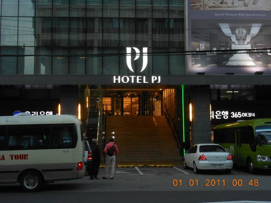 Hotel PJ Myeongdong: This is the front of the hotel