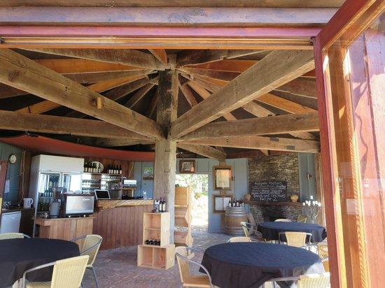 Omata Estate Vineyard: Wine tasting room