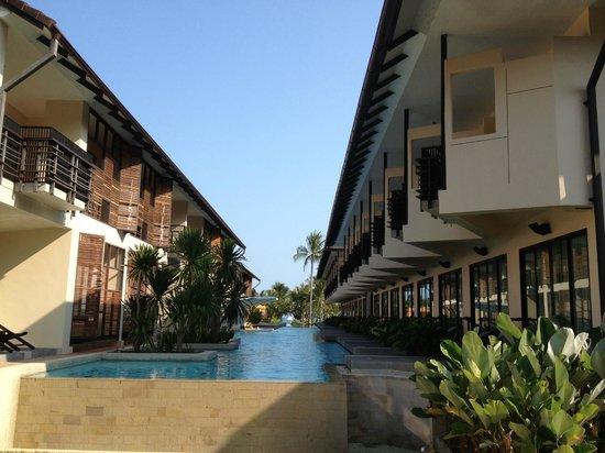 Centra by Centara Coconut Beach Resort Samui: Pool Access