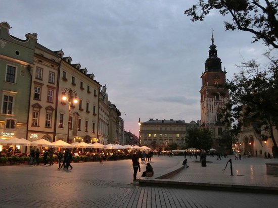 Marktplatz (Rynek Główny): 夕暮れ時