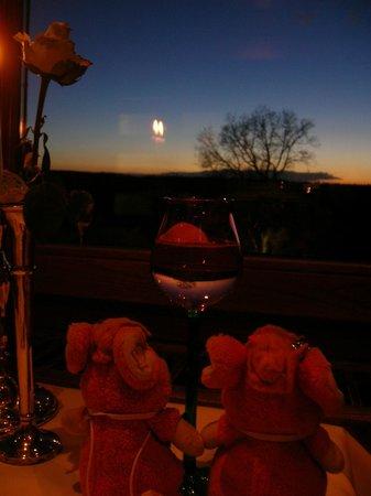 Dornröschenschloss Sababurg: レストランからの眺め、冬の夕焼け