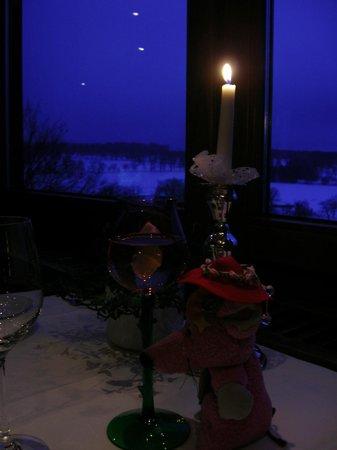 Dornröschenschloss Sababurg: レストランからの眺め、雪の夜