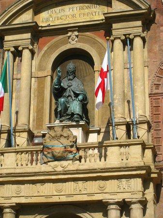 Piazza Maggiore : Statues