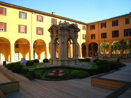 Piazza Maggiore : Beautiful buildings