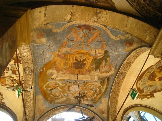 Piazza Maggiore : Ceiling paintings