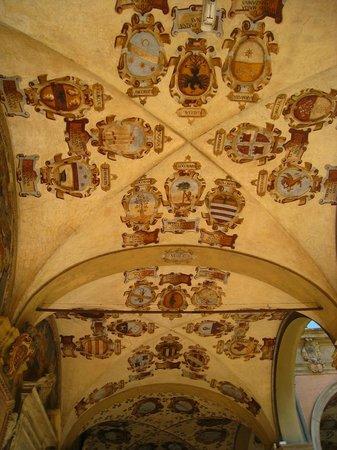 Piazza Maggiore : Great Architecture & Ceilings above