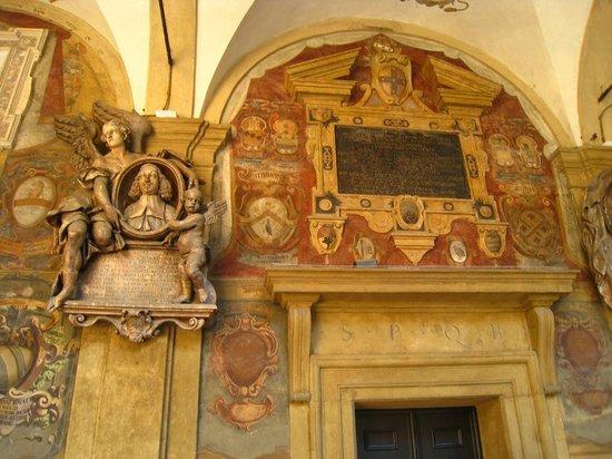 Piazza Maggiore : Statues & Great Architecture