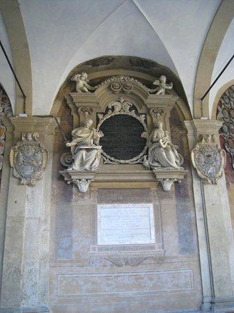 Piazza Maggiore : Statues galore