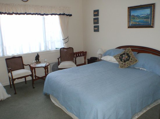 Sandy Rose Bed & Breakfast : Room 2 Queen size bed with ensuite bathroom