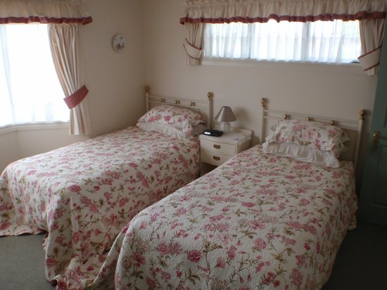 Sandy Rose Bed & Breakfast : Room 1 Twin king single beds with ensuite bathroom