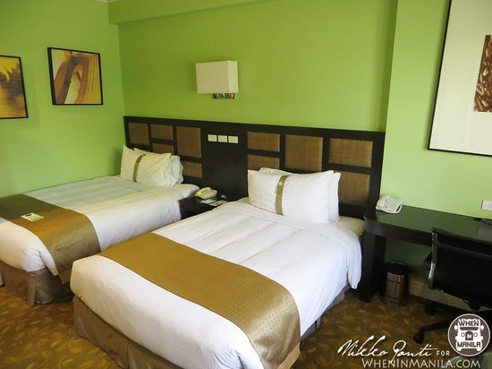 Quest Hotel and Conference Center Clark: Marshmallow like beds that will ease your way to sleep!
