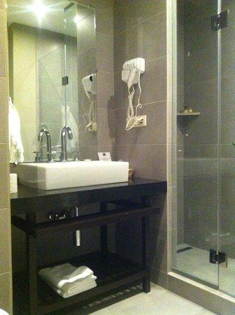 Tufenkian Historic Yerevan Hotel: Bathroom