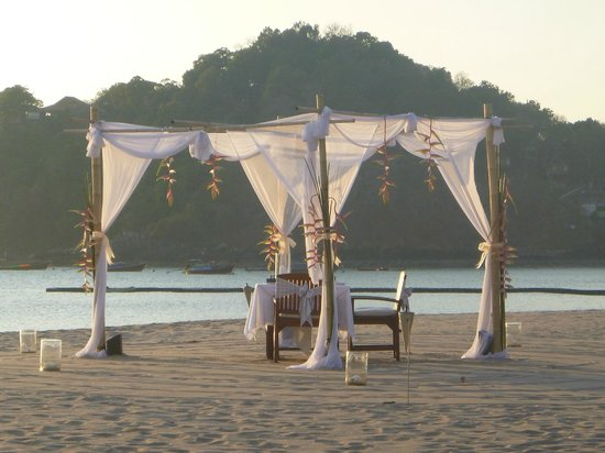 Pimalai Resort and Spa: Beach set up for a dinner