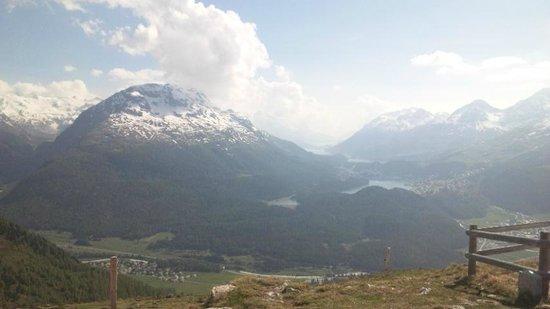 Muottas Muragl: 素敵な山々が見えます!
