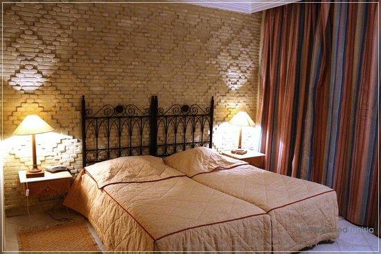 Hôtel Ras El Ain Tozeur : ห้องนอน