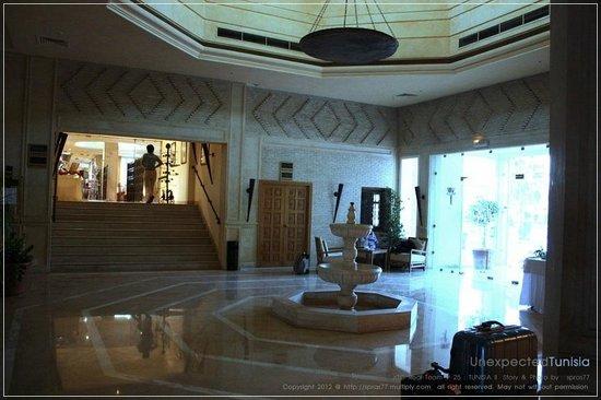 Hôtel Ras El Ain Tozeur : ทางไปห้องอาหาร