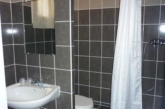 Hôtel de L'hôspitalet Saint Charles : Salle de bain chambre double ou lits jumeaux