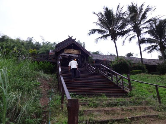 The Luang Say Lodge: Way from the River