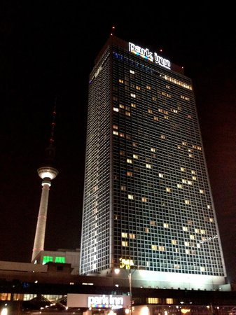 Park Inn by Radisson Berlin Alexanderplatz: Hotel and TV tower on Alexanderplatz