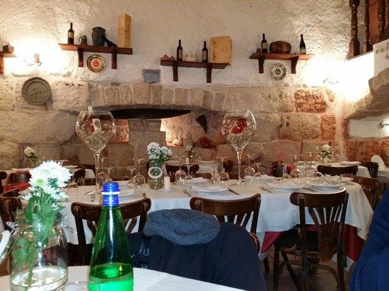 Ristorante Antiche Mura: tavoli interni