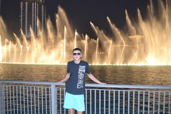 Dubai Fountains: поющие фонтаны в Дубае