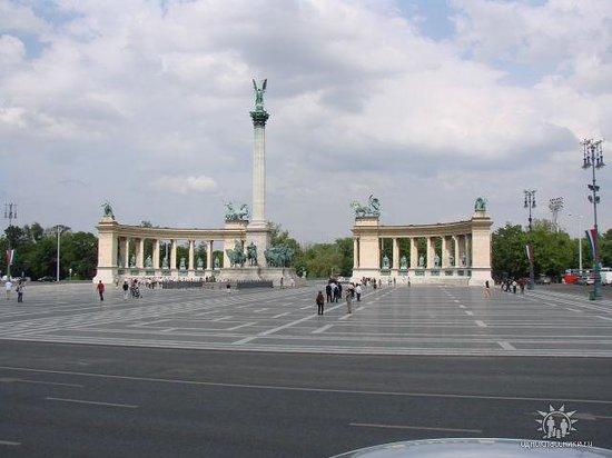 Heldenplatz: непосредственно вся площадь (фото из автобуса)