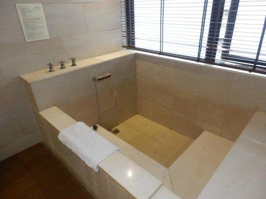 Sweetme Hotspring Resort: 浴槽