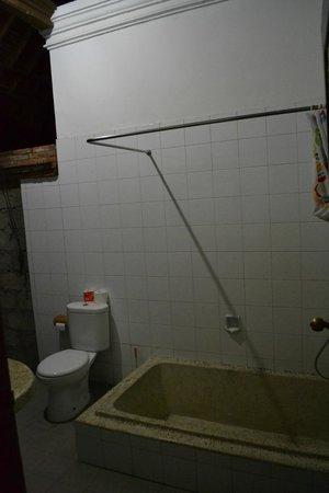 Sanur Beach Villas: Shower