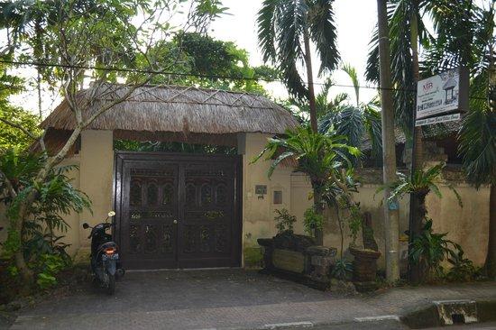 Main entrance to Sanur beach Villas