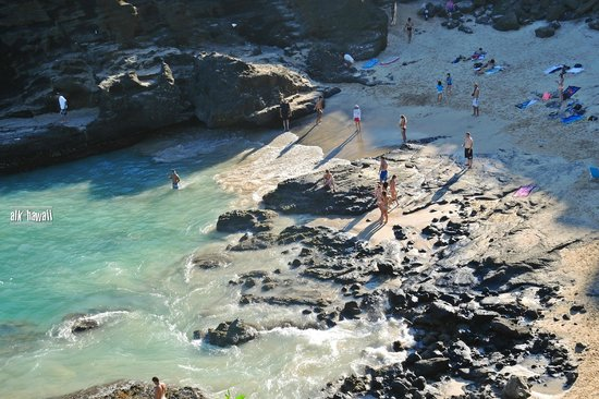 Halona Blowhole: you can go down to the beach
