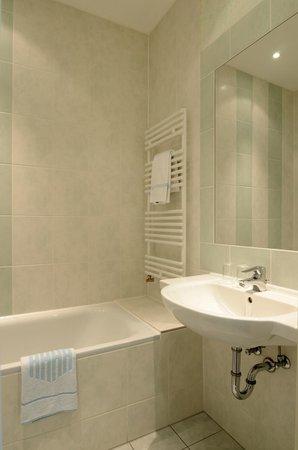 Hotel Allegra: Bad mit Badewanne