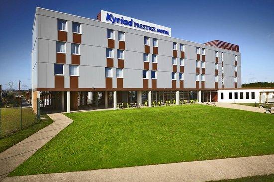 Kyriad Prestige Dijon Nord - Valmy : Facade depuis Parking sécurisé