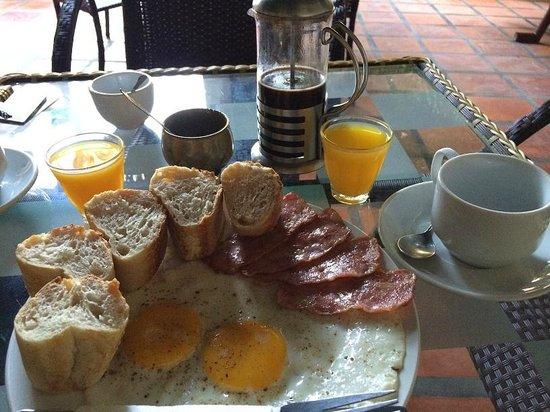 Alibi Guesthouse : breakfast