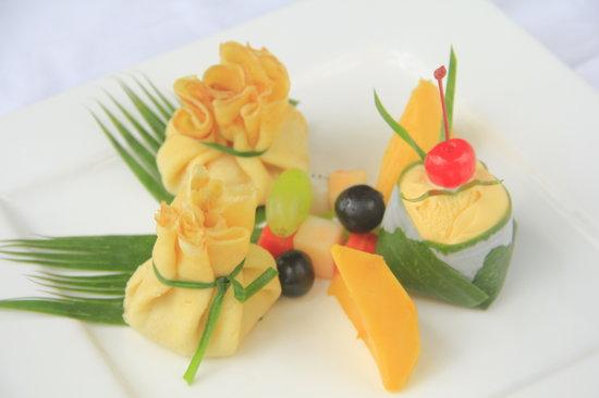 Eat Sense Beach Restaurant Samui : Great presentatives