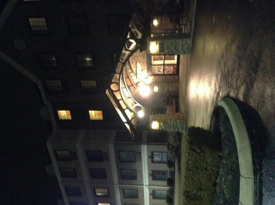 Staybridge Suites - Columbus / Dublin: Hotel at night