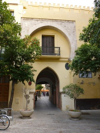 Pancho Tours : Old gateway from walk down behind the Real Alcazar