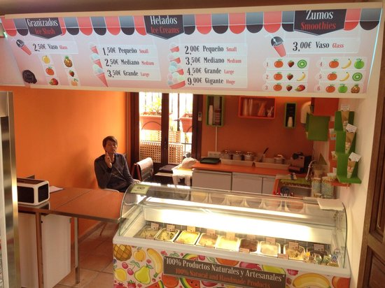 Helados San Nicolas: Los helados y el menú. The ice cream and the menu. All freshly made