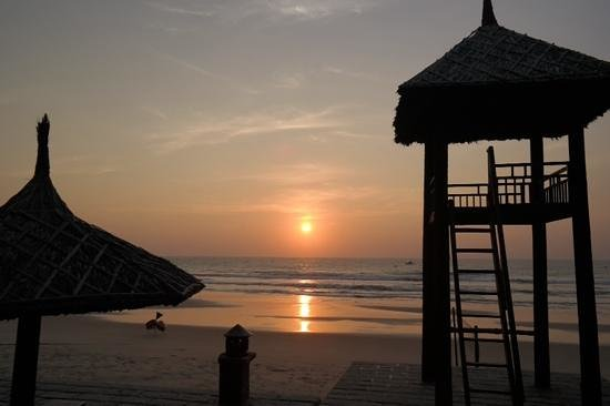 Pandanus Resort: Early birds gets the nicest sunrise experiences! :-)
