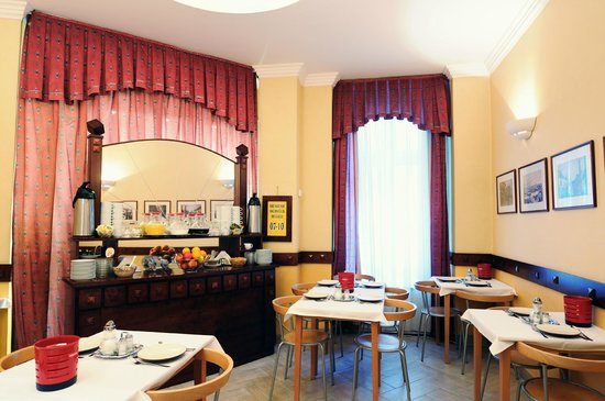 Leo Panzio Hotel : Breakfast from 7:00