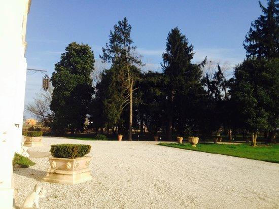 Villa Valcorba Duse Masin: parco fronte villa