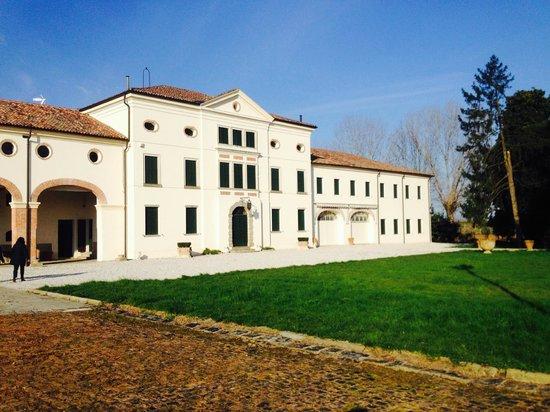 Villa Valcorba Duse Masin: la villa e parte della barchessa interamente ristrutturata