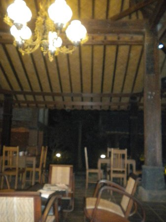 The Amrta Guest House : public area (restaurant)