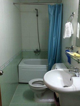 Ngoc Linh Hotel : bathroom