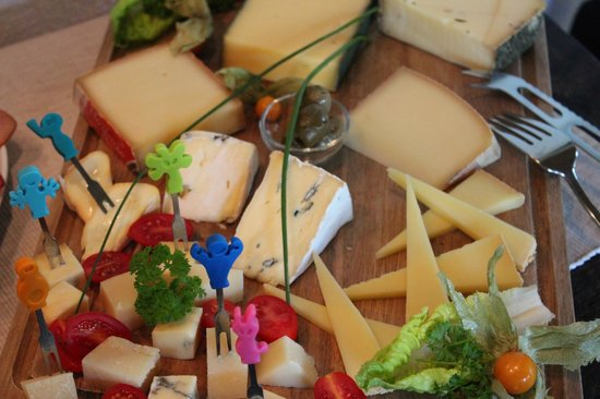 NaturApartments Stauensfließ: Landfrühstück: alles Käse