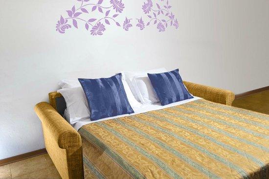 Divano letto picture of hgs appartamenti sweet home - Divano letto hotel ...