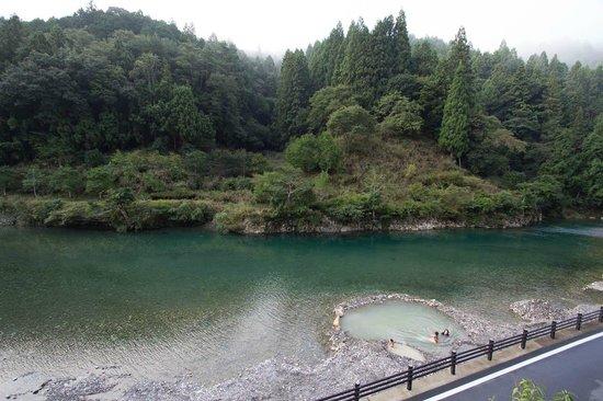 Kawayu Onsen Fujiya: 川に温泉