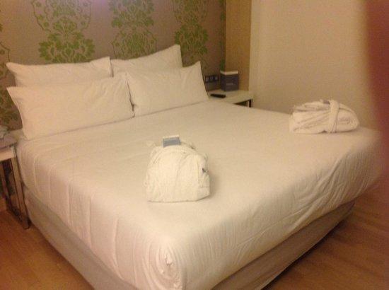 Barcelo Praha Five : large comfy bed