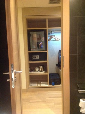 Occidental Praha Five : mini bar and free safe