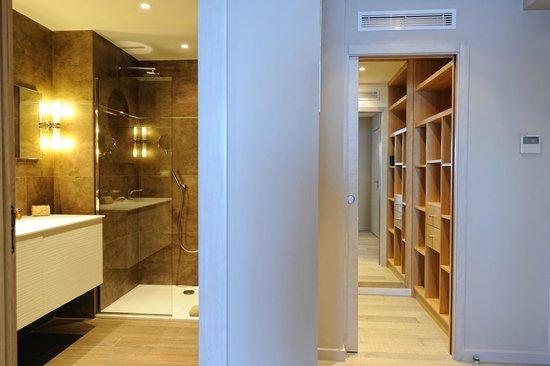 salle de bain - dressing chambre luxe - Photo de Hôtel Le Pinarello ...
